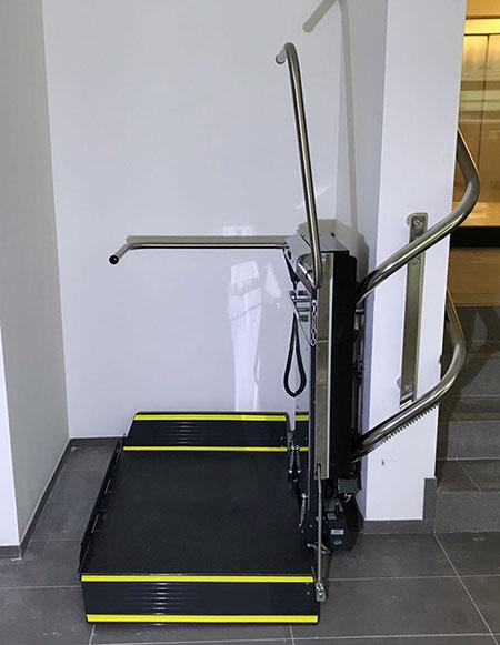 Lehner Stratos im Treppenhaus